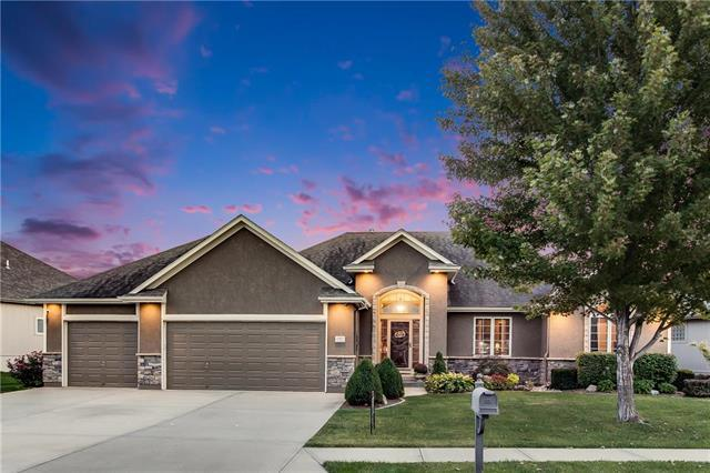1007 NW Magnolia Lane, Grain Valley, MO 64029 (#2131202) :: No Borders Real Estate