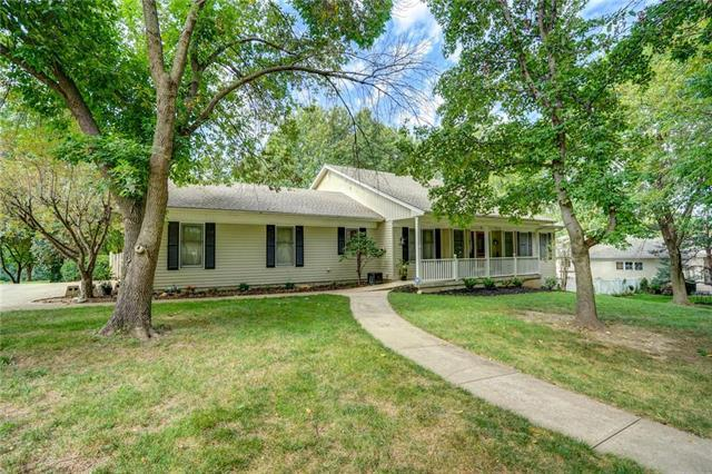 1137 Guinevere Drive, Liberty, MO 64068 (#2131229) :: Edie Waters Network