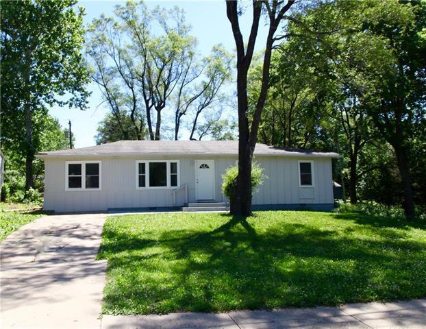 9815 James A Reed Road, Kansas City, MO 64134 (#2131299) :: Edie Waters Network