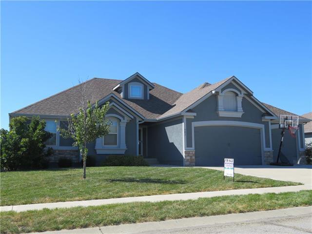 902 SW Powell Drive, Oak Grove, MO 64075 (#2131308) :: Char MacCallum Real Estate Group