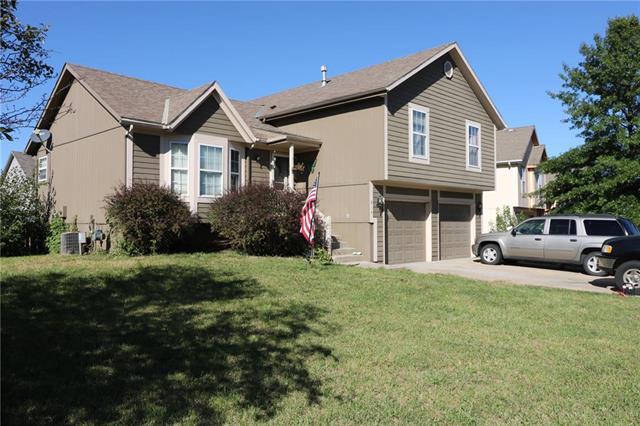 814 E 167th Terrace, Gardner, KS 66030 (#2131349) :: Edie Waters Network