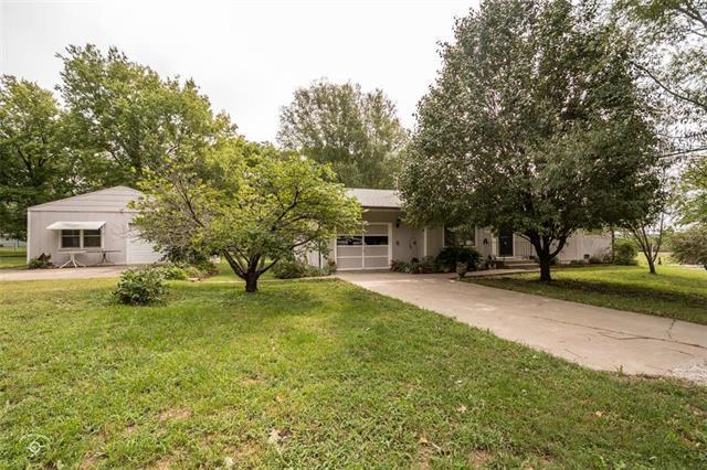 111 Monroe Street, Pomona, KS 66076 (#2131445) :: Char MacCallum Real Estate Group