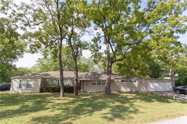 9908 E Linwood Street, Independence, MO 64052 (#2131471) :: Edie Waters Network