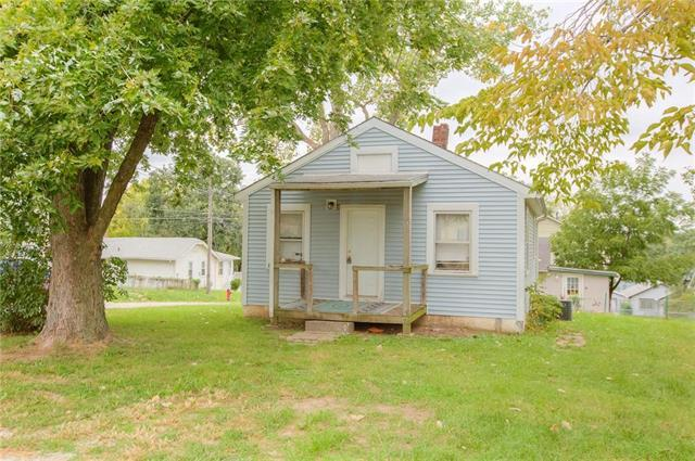 4300 N Spruce Avenue, Kansas City, MO 64117 (#2131486) :: Edie Waters Network