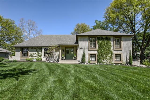 2716 W 104th Terrace, Leawood, KS 66206 (#2131600) :: Char MacCallum Real Estate Group