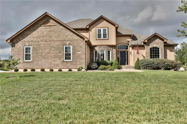 2209 SE Hemlock Road, Blue Springs, MO 64014 (#2131610) :: The Gunselman Team