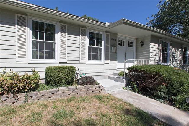 10812 W 95th Terrace, Overland Park, KS 66214 (#2131687) :: Char MacCallum Real Estate Group