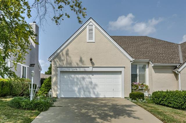 11076 W 98th Street, Overland Park, KS 66209 (#2131785) :: NestWork Homes