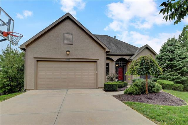 12576 Farley Street, Overland Park, KS 66213 (#2131802) :: Char MacCallum Real Estate Group