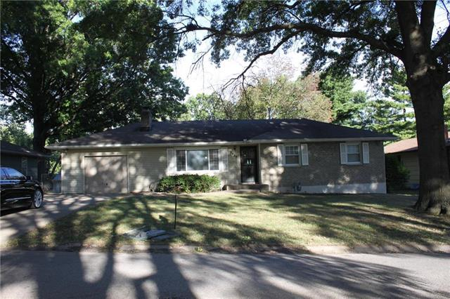 2427 N 64TH Terrace, Kansas City, KS 66104 (#2131842) :: Edie Waters Network