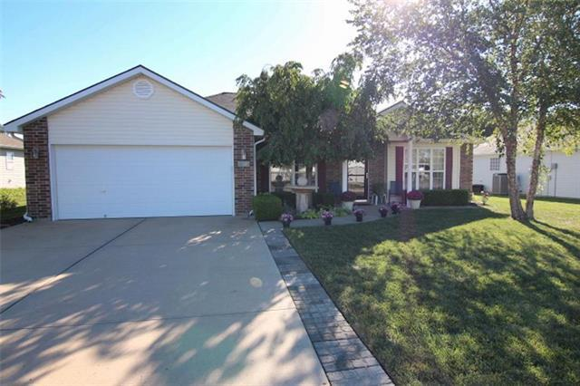 809 Clancy Court, Raymore, MO 64083 (#2131899) :: Edie Waters Network