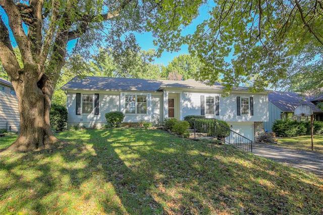 9947 Ballentine Street, Overland Park, KS 66214 (#2131923) :: Char MacCallum Real Estate Group
