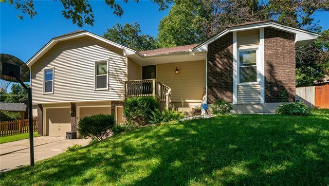 2504 S Vista Avenue, Independence, MO 64057 (#2131957) :: Edie Waters Network