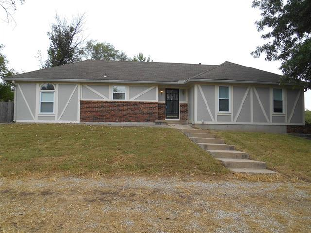 12800 E Brockview Lane, Peculiar, MO 64078 (#2131958) :: Edie Waters Network