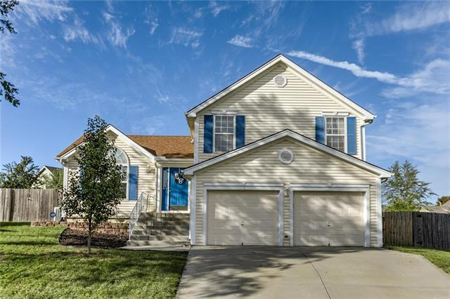 312 NW 110 Street, Kansas City, MO 64155 (#2131960) :: Char MacCallum Real Estate Group