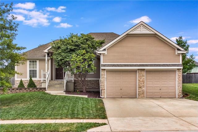 325 Eagle Glen Drive, Raymore, MO 64083 (#2132016) :: Char MacCallum Real Estate Group