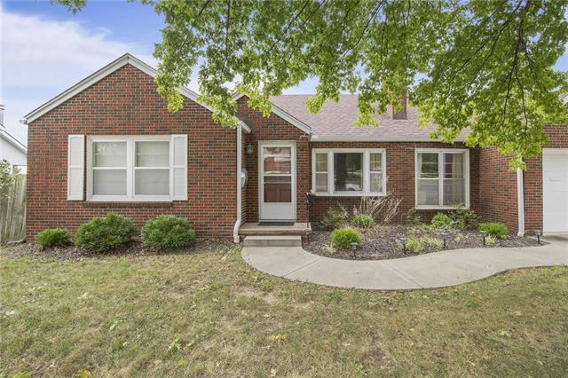 427 W Liberty Drive, Liberty, MO 64068 (#2132040) :: Edie Waters Network