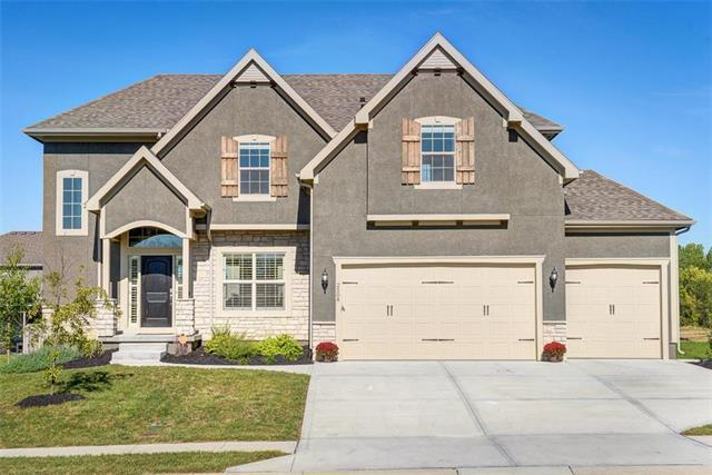 2504 SW Hickory Lane, Lee's Summit, MO 64082 (#2132088) :: Char MacCallum Real Estate Group