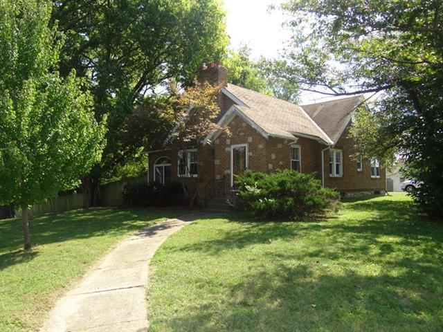 9401 E 35th Street, Independence, MO 64052 (#2132098) :: No Borders Real Estate