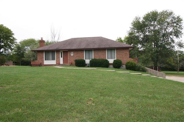 15608 Hickory Circle, Excelsior Springs, MO 64024 (#2132100) :: Edie Waters Network