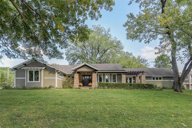 8301 Cherokee Lane, Leawood, KS 66206 (#2132118) :: Edie Waters Network