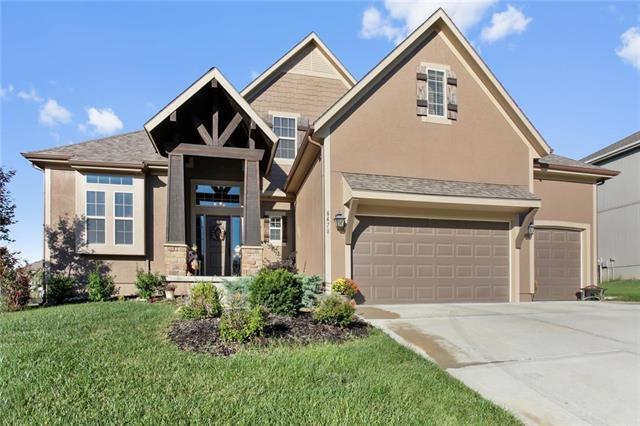 6479 N Burr Oak Court, Parkville, MO 64152 (#2132216) :: Char MacCallum Real Estate Group