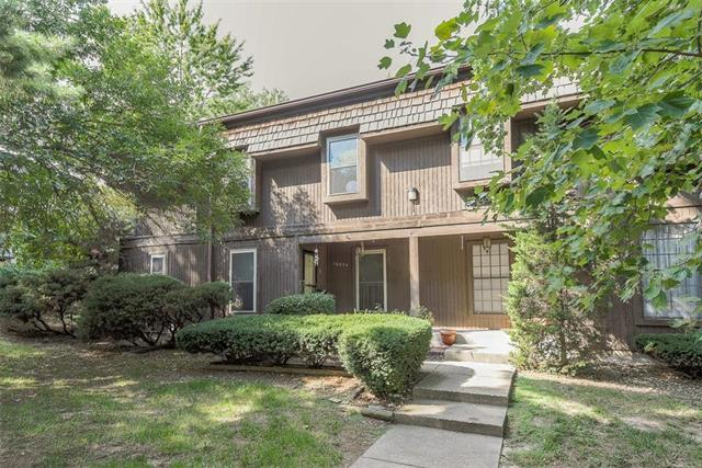 10254 Cedarbrooke Lane, Kansas City, MO 64131 (#2132251) :: Edie Waters Network
