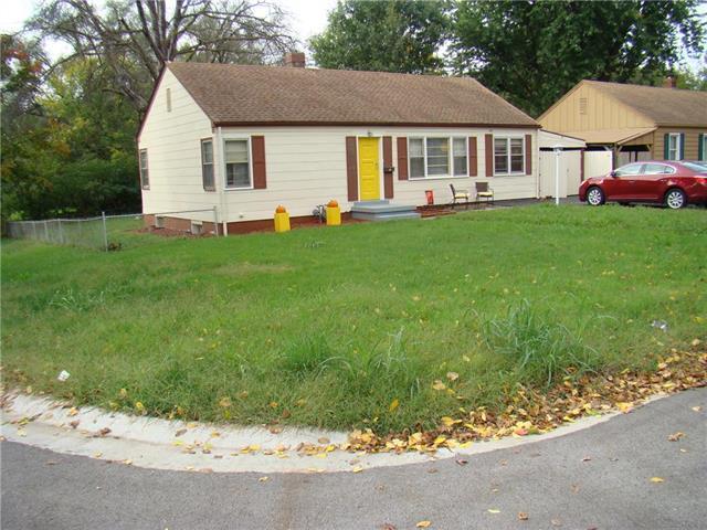 3715 NE 52ND Terrace, Kansas City, MO 64119 (#2132295) :: Edie Waters Network