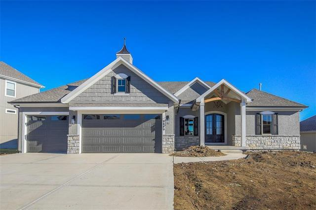 9849 Saddletop Street, Lenexa, KS 66227 (#2132332) :: The Shannon Lyon Group - ReeceNichols