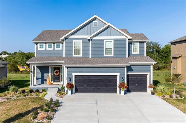 210 N Westglen Drive, Raymore, MO 64083 (#2132373) :: Char MacCallum Real Estate Group