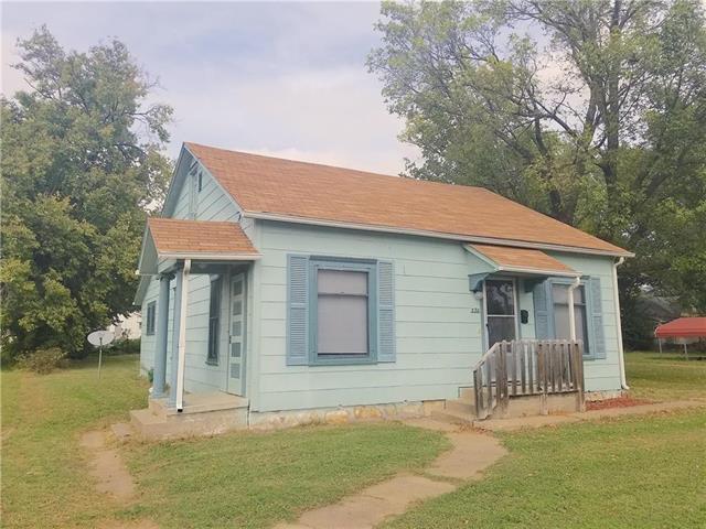 235 E 5th Avenue, Garnett, KS 66032 (#2132377) :: No Borders Real Estate