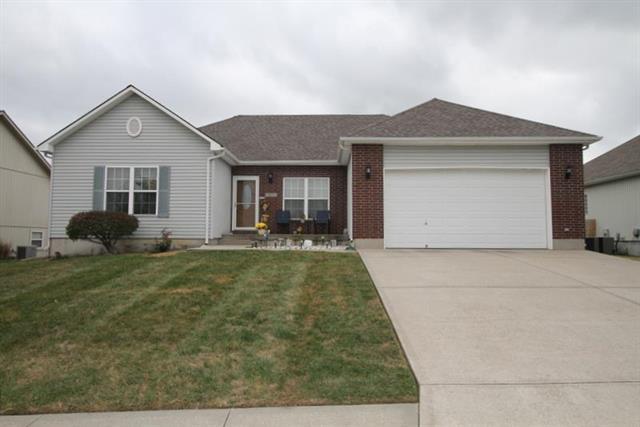 1305 SW 7th Street, Oak Grove, MO 64075 (#2132439) :: Char MacCallum Real Estate Group