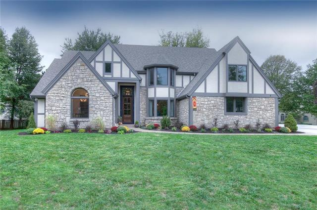 12412 Catalina Street, Leawood, KS 66209 (#2132492) :: The Gunselman Team