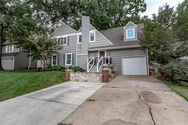 2901 W 73rd Street, Prairie Village, KS 66208 (#2132622) :: Edie Waters Network