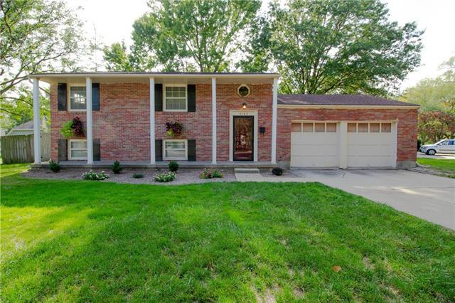 9103 W 101ST Street, Overland Park, KS 66212 (#2132639) :: Edie Waters Network