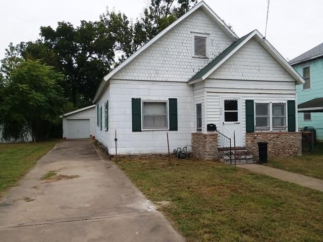 428 Chestnut Street, Osawatomie, KS 66064 (#2132720) :: Edie Waters Network