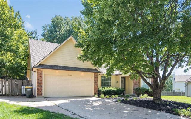 6727 Hauser Drive, Shawnee, KS 66216 (#2132781) :: Char MacCallum Real Estate Group