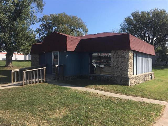 400 N State Street, Knob Noster, MO 65336 (#2132795) :: Team Real Estate