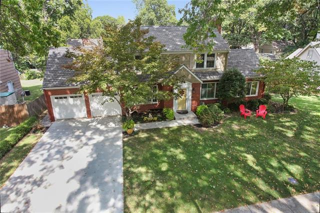 1208 W 70th Terrace, Kansas City, MO 64113 (#2132828) :: Edie Waters Network