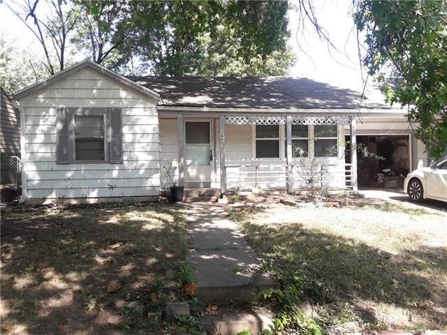 1100 NE 44th Terrace, Kansas City, MO 64116 (#2132840) :: Edie Waters Network
