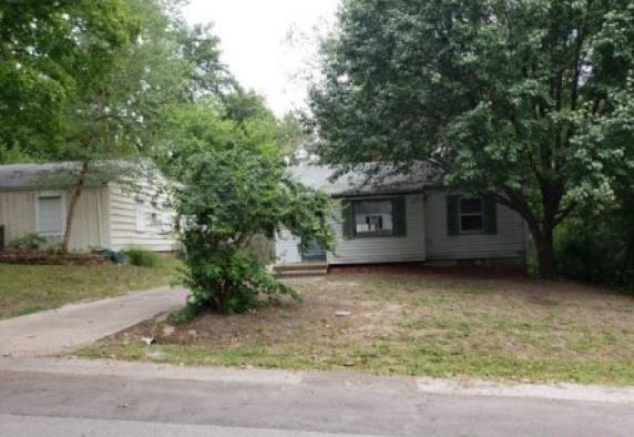 626 W 88th Terrace, Kansas City, MO 64114 (#2132852) :: Edie Waters Network