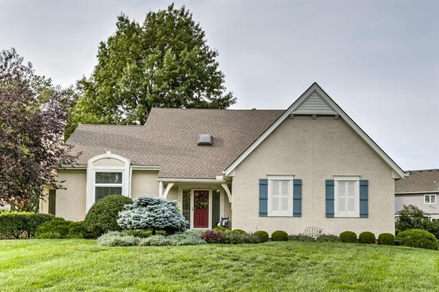 7900 W 117th Street, Overland Park, KS 66210 (#2132886) :: Char MacCallum Real Estate Group