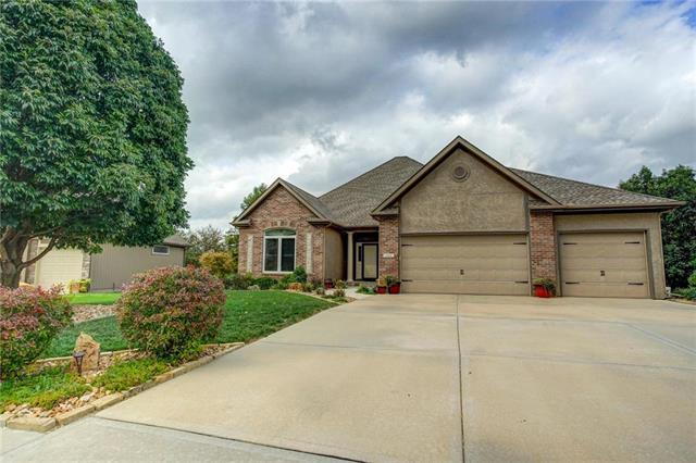 604 Indian Trail, Smithville, MO 64089 (#2132893) :: Edie Waters Network