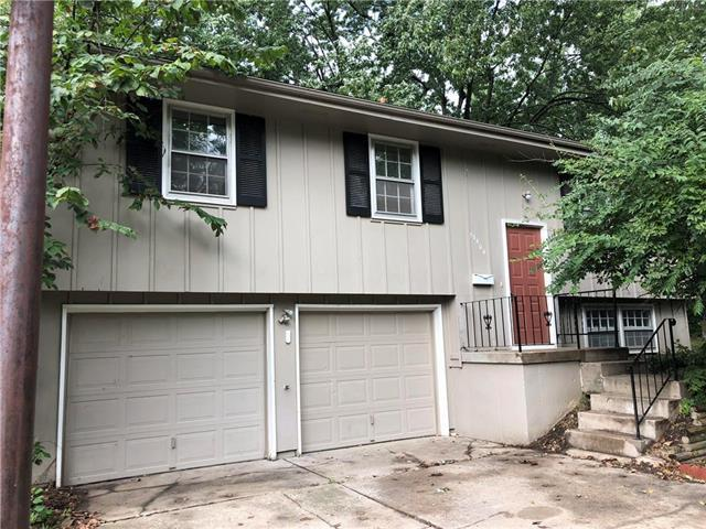 13404 Cambridge Avenue, Grandview, MO 64030 (#2132944) :: Edie Waters Network