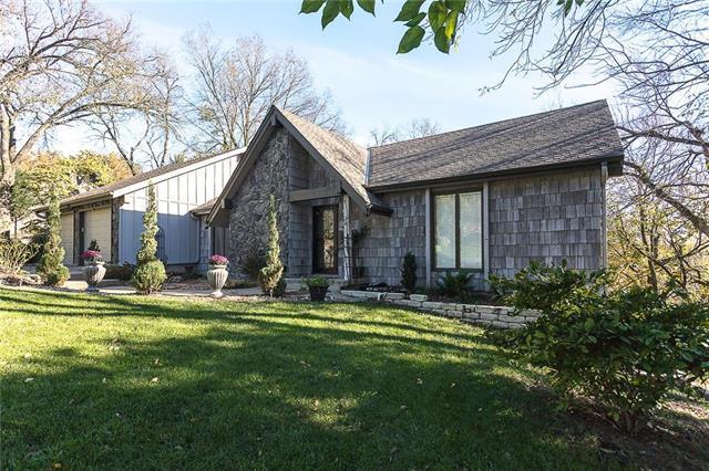 8605 Deer Run Street, Lenexa, KS 66220 (#2133032) :: Team Real Estate
