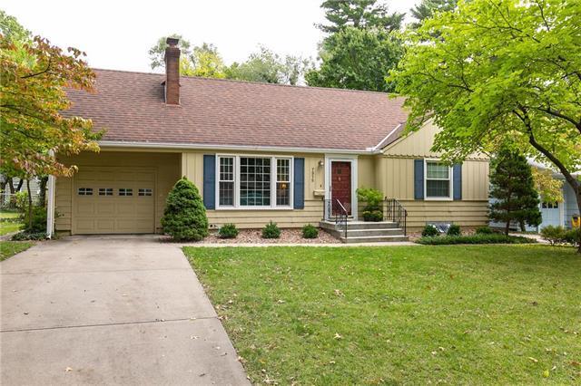 7315 Rosewood Drive, Prairie Village, KS 66208 (#2133034) :: Char MacCallum Real Estate Group