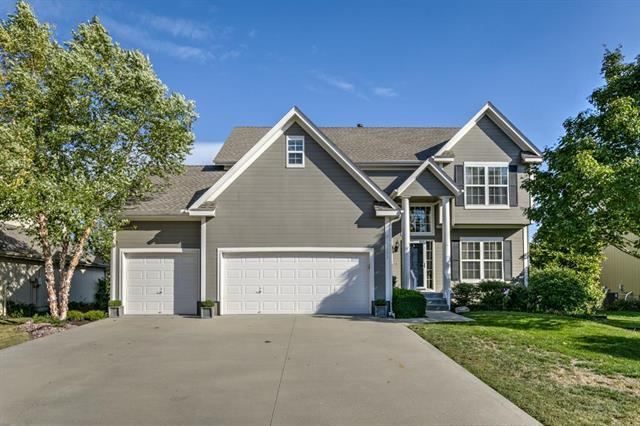 2353 SW Feather Ridge Road, Lee's Summit, MO 64082 (#2133045) :: Edie Waters Network