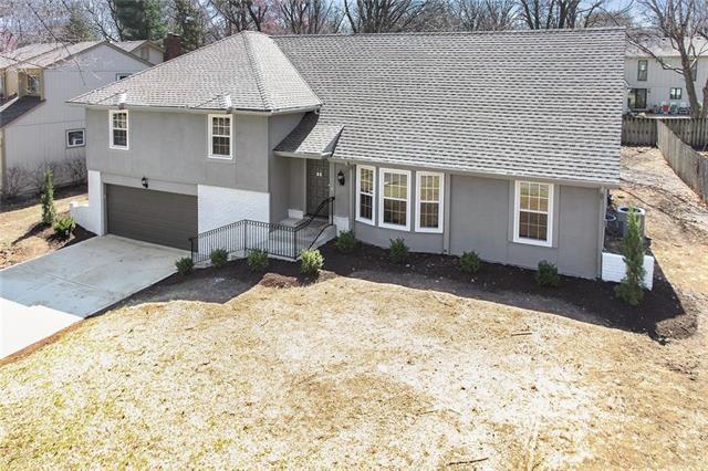8107 W 101st Street, Overland Park, KS 66212 (#2133104) :: Char MacCallum Real Estate Group