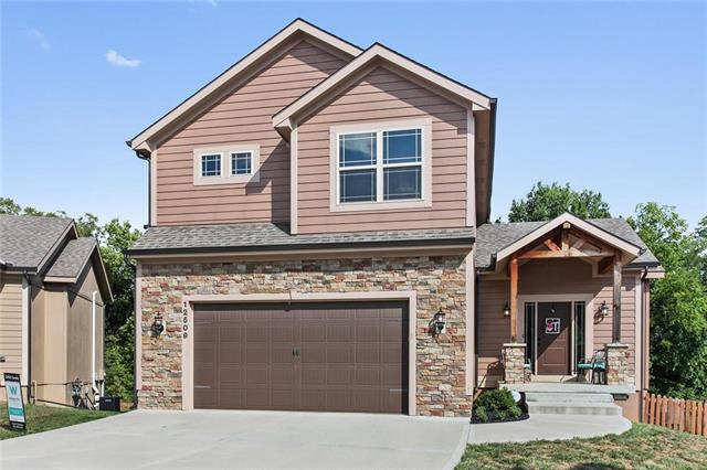12509 Charlotte Street, Kansas City, MO 64146 (#2133125) :: Char MacCallum Real Estate Group