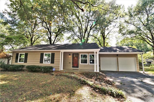 3 E 109TH Street, Kansas City, MO 64114 (#2133156) :: Char MacCallum Real Estate Group